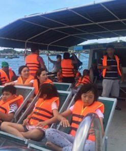 Tàu du lịch phục vụ câu cá lặn san hô khám phá hòn móng tay